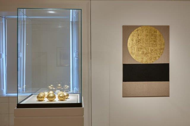 Golden Beads, c.900-700 BC (NMI) with Meditation Painting 28, 1997 (IMMA) by Patrick Scott Denis Mortell Photography